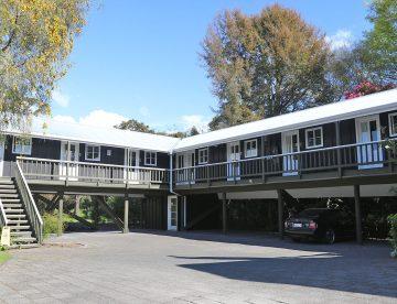 Sportsmans Lodge - Rooms above Carpark